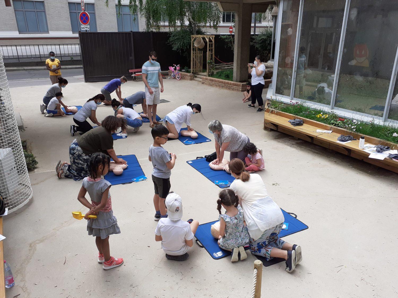 Cours Oasis FEDER enfants paris été animations activités jeux formations gestes premiers secours nature végétation travaux parc ouvert samedi