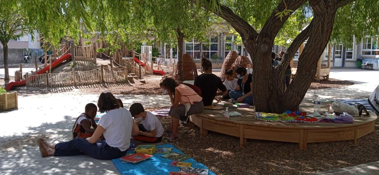 cour Oasis enfants école paris été activités animations FEDER projet ouverture